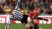Juventus midfielder Zinedine Zidane (L)
