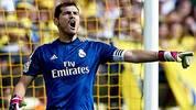 """Iker Casillas ist eine Ikone: Fünfmaliger Welttorhüter, spanischer Rekordnationalspieler, dreimaliger Champions-League-Sieger mit Real Madrid. Doch nach 15 Jahren auf Topniveau bröckelt bei """"San Iker"""" der Lack: Bei Real Madrid muss er sich seit zwei Jahren harter Konkurrenz erwehren, und auch in der Nationalmannschaft droht die Bank. SPORT1 zeigt Casillas' Karriere in Bildern"""