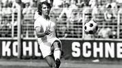 Die Profi-Karriere des Felix Magath beginnt in Saarbrücken. Nachdem er in der Jugend für den VfR Nilkheim und den TV Aschaffenburg kickte, wagt der damals 21-Jährige 1974 den Sprung von Viktoria Aschaffenburg in die Zweite Liga. Für den 1. FC Saarbrücken erzielt er in 76 Spielen 29 Tore