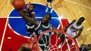 Shaquille O'Neal schaffte die 15er-Marke einmal - aber wie: Er legte im November 1993 beim 87:85-Sieg seiner Orlando Magic gegen die  New Jersey Nets mit 24 Punkten, 28 Rebounds und eben 15 Rejections ein historisches Triple-Double hin