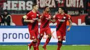 Leon Bailey (M.) steht bei Bayer Leverkusen noch bis 2022 unter Vertrag
