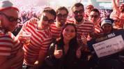 SPORT1-Mitarbeiterin Jana Wosnitza mischt sich im Ally Pally unter die Fans