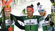 Johannes Rydzek (Mitte) und Vinzenz Geiger (l.) stehen in Lahti auf dem Podest