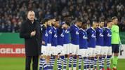 Rudi Assauer tot - Schalkes Aufsichtsratschef Clemens Tönnies bat die Zuschauer nach einer kurzen Ansprache um eine Gedenkminute für Rudi Assauer