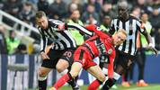 Newcastle United v Huddersfield Town - Premier League
