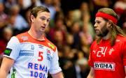 Sander Sagosen (l.) spielt im Finale der Handball-WM gegen Dänemark mit Mikkel Hansen (r.)