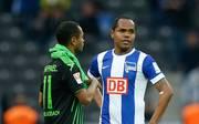 Ronny von Hertha BSC und Raffael von Borussia Mönchengladbach im Gespräch