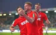 Simon Terodde (M.) traf für den 1. FC Köln gegen den SV Sandhausen