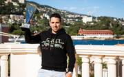 Sergio Aido mit dem Siegerpokal des Super High Roller