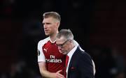 Arsenals Per Mertesacker und Kölns Trainer Peter Stöger nach dem Spiel