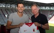 Gojko Kacar (l.) soll die Defensive des FC Augsburg verstärken