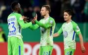Maximilian Arnold (M.) bleibt dem VfL Wolfsburg erhalten