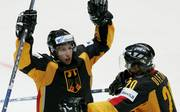 Eishockey-WM: Letzter deutscher WM-Sieg gegen Tschechien vor zwölf Jahren, Michael Wolf (links) und Robert Dietrich feiern 2007 den letzten WM-Sieg gegen Tschechien