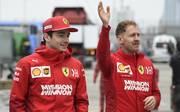 Die beiden Ferrari-Piloten Sebastian Vettel und Charles Leclerc in Shanghai