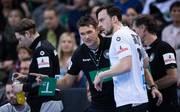 Bundestrainer Christian Prokop und Patrick Groetzki beim Testspiel gegen Island