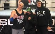 Dominic Gutierrez (r.), Sohn von Rey Mysterio (M.), trainierte unter anderem schon bei Ex-WWE-Star Lance Storm