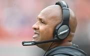 Der erste Trainerrauswurf in dieser NFL-Saison Hue Jackson wurde in Woche acht in Cleveland entlassen