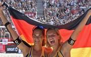Laura Ludwig (r.) und Kira Walkenhorst holten gemeinsam Olympia-Gold