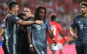 Renato Sanches vom FC Bayern jubelt mit seinen Mitspielern