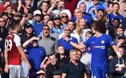 David Luiz (r.) fliegt im Spiel gegen den FC Arsenal vom Platz