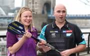Anastasia Dobromyslova tritt bei der Darts-WM an - Weltmeister Rob Cross würde aber erst im Finale warten
