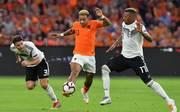 Jerome Boateng (r.) präsentierte sich bei der Niederlage in Amsterdam in keiner guten Form