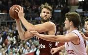 Danilo Barthel (l.) spielt seit 2016 bei den Basketballern des FC Bayern München