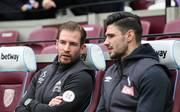 Trainer Jan Siewert (l.) und Kapitän Christopher Schindler konnten den Abstieg von Huddersfield nicht verhindern
