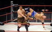 Samoa Joe (l.) und AJ Styles waren einst die Stars bei TNA, heute sind beide bei WWE