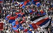 Ein Fan von Olympique Lyon bekommt für sein Fehlverhalten die Quittung
