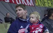 Michael Tarnat (l.) mit seinem Sohn Niklas