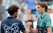 Alexander Zverev (r.) musste Robin Haase zum Sieg gratulieren