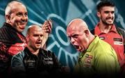 Phil Taylor, Rob Cross, Michael van Gerwen und Jamie Lewis (v.l.n.r.) kämpfen um den Finaleinzug