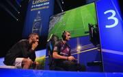Bei den großen FIFA-Turnieren wie dem FIFA eWorld Cup geht um bis zu 400.000 US-Dollar Preisgeld
