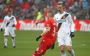 In der MLS verdient Bastian Schweinsteiger (links) deutlich mehr als Zlatan Ibrahimovic