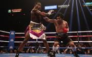Manny Pacquiao (r,) konnte seinen Titel gegen Adrien Broner verteidigen