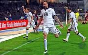 Torschütze Haris Seferovic lässt Eintracht Frankfurt in der Relegation jubeln