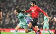 Hier zieht Marouane Fellaini seinem Gegner an den Haaren