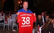 Arnold Schwarzenegger lud die Bayern-Führungsetage zum Grillen ein