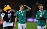 Toni Kroos und Julian Brandt spielten auch schon im Test gegen Brasilien Ende März in grünen Trikots