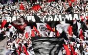 Fans von Eintracht Frankfurt beim DFB-Pokalfinale in Berlin gegen FC Bayern München