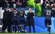 Jose Mourinho (2.v.r.) hatte mit Manchester United überraschend das besser Ende bei Juventus für sich