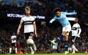 Leroy Sane (r.) steht mit Manchester City im Viertelfinale des Ligapokals