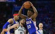 Den Philadelphia 76ers um Jimmy Butler (m.) gelang in Spiel zwei gegen die Nets ein historisches drittes Viertel