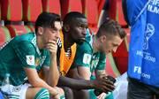 Antonio Rüdiger nach dem WM-Aus gegen Südkorea neben Mesut Özil