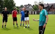Peter Hyballa (rechts) hört als Trainerausbilder beim DFB auf