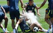 Geburtstagskind Philippe Coutinho wird Opfer einer Eier- und Mehlattacke