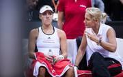 Germany v Ukraine - FedCup World Group Play-Off: Barbara Rittner (r.) sorgt sich um die Zukunft im deutschen Tennis