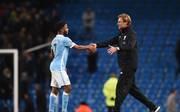 Manchester City v Liverpool - Premier League: Raheem Sterling (l.) und Jürgen Klopp begegnen sich regelmäßig in der Premier League