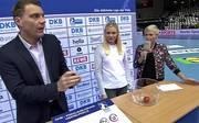 HBL-Spielleiter Andreas Wäschenbach, Sprinterin Lisa Mayer und SPORT1-Moderatorin Anett Sattler bei der Auslosung der Viertelfinals
